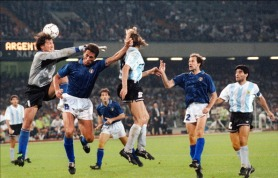 Argentinian forward Claudio Caniggia (C) scores on a header as Italian goalkeeper Walter Zenga comes up short (R) 03 July 1990 in Naples during the World Cup semifinal soccer match between the two countries. Argentina advanced to the final 4-3 on penalty kicks at the end of extra time (1-1 at the end of regulation time). At right, defender Franco Baresi and midfielder Diego Maradona.  AFP PHOTO (Photo credit should read STAFF/AFP/Getty Images)